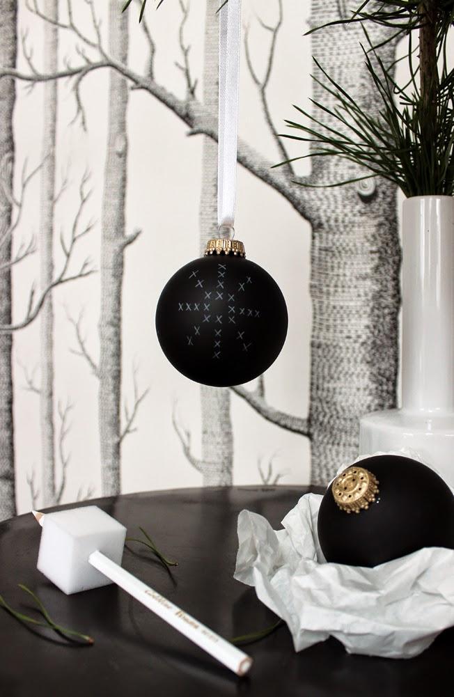 Schwarze weihnachtsbaumkugeln zum selbstbemalen beim black monday 42 und ein gewinnspiel - Weihnachtsbaumkugeln schwarz ...