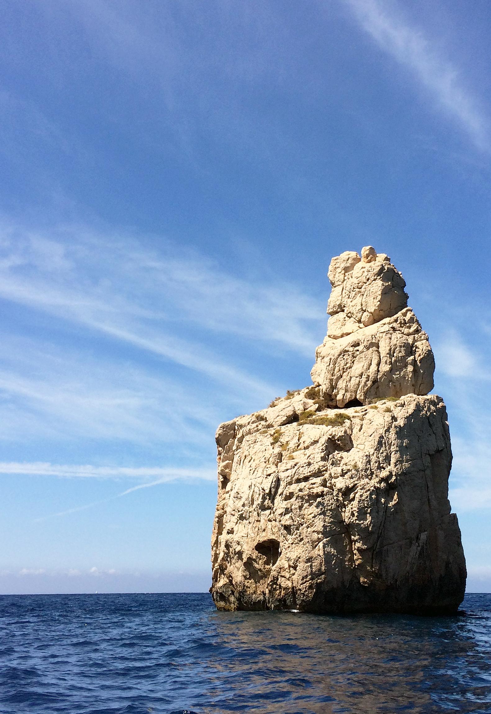 Ibiza-Strand-Blick-Mittelmeer-Felsen-Ausflug-Motorboot-Travelblog-jennadores-Reisetipp