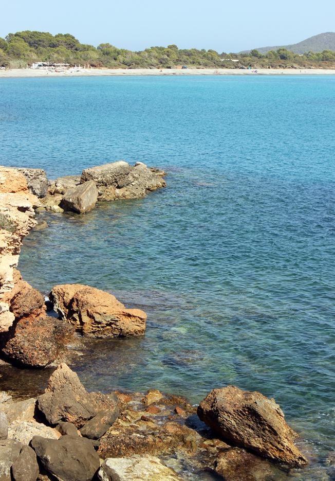 Ibiza-Strand-Blick-Mittelmeer-Travelblog-jennadores-Reisetipp