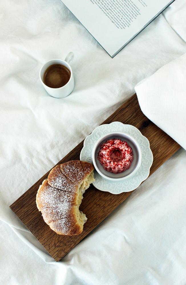 Frühstück-im-Bett-Blog-jennadores-Espresso-Erdbeerbutter-Rezept-Alessi-Get-dressed-Geschirr-Marcel-Wander