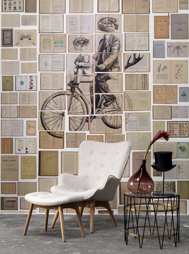 "3 panels @ 48,7 cm = width 146,1 cm x 330 cm (4,8 m2) 3 panels @ 19"" width = 4.75' x 10,8' (86.5 SqFT)"