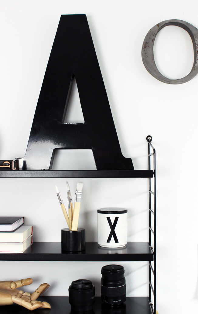 String-Regal-schwarz-Shelfie-jennadores-Black-Monday-Kay-Bojesen-Black-shelf-String-Pocket-Letters