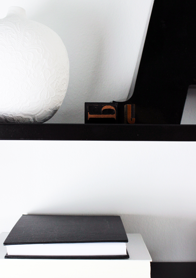 String-Regal-schwarz-Shelfie-jennadores-Black-Monday-Schwarz-weiß-Vase-Zara-Home-Black-shelf-String-Pocket