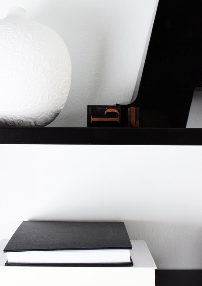 String-Regal-schwarz-Shelfie-jennadores-Black-Monday-Schwarz-weiß-Vase-Zara-Home-Black-shelf-String-Pocket