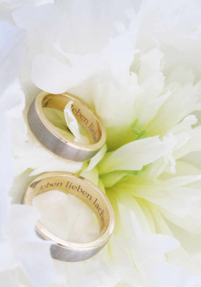 Hochzeit_Ringe-graviert-innen-Pfingstrosen-Peonies-Blog-jennadores