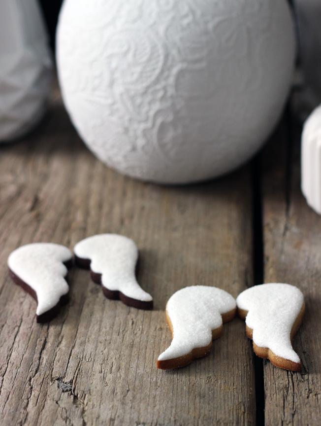 Kekse-Engelsflügel-Cookies-Blog_jennadores-Zuckermariechen-Hochzeitskekse-Fondant-Glitzerzucker-weiß