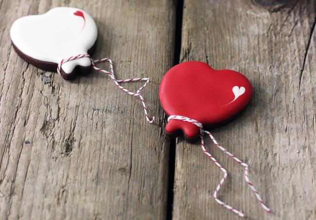 Kekse-Luftballons-Cookies-Blog_jennadores-Zuckermariechen-Hochzeitskekse-Fondant-Icing-rot-weiß