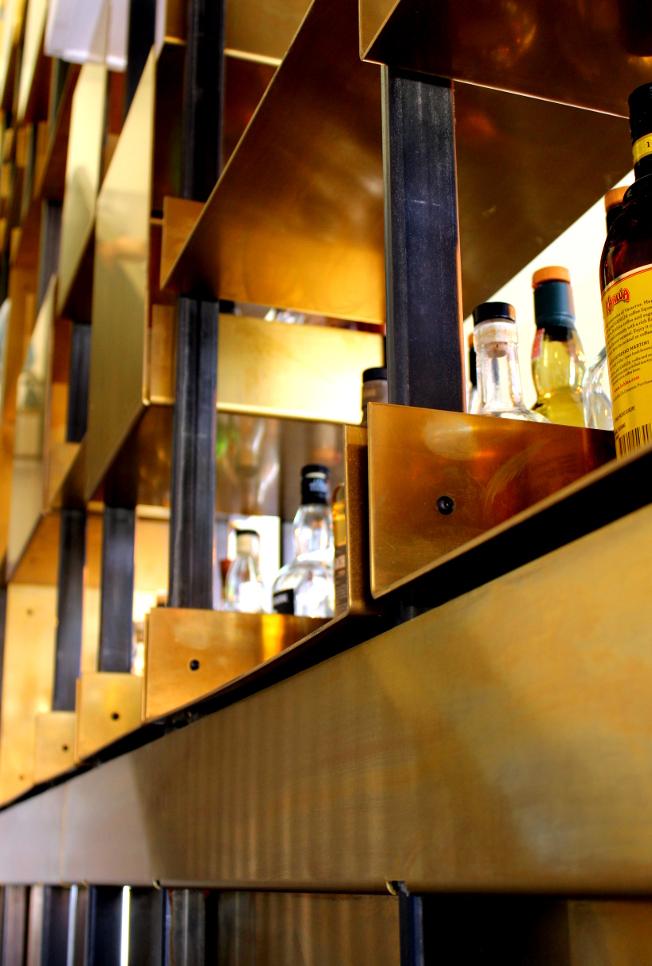 Urlaub-Noordwijk-Vesper-Hotel-Holland-Nordsee-Interior-messing-Blog-jennadores-Hoteltipp-Regal-Bar