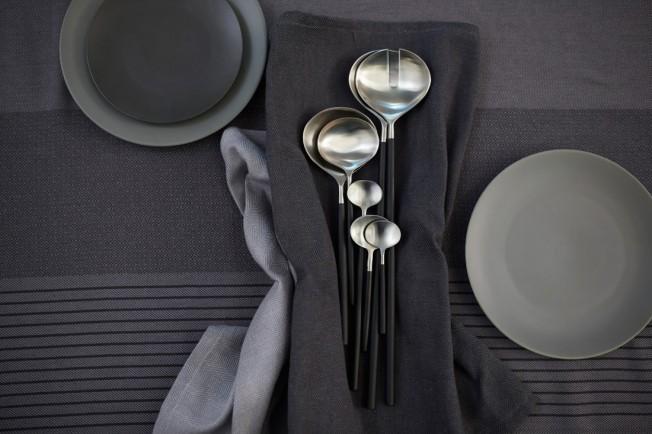 Ikea-Sittning-limitierte-Kollektion-Blog-jennadores-StilllifeIkea-Sittning-limitierte-Kollektion-Salatbesteck-schwarzer-Griff-Blog-jennadores-Stilllife