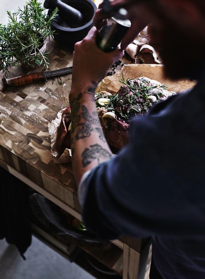 Ikea-Skogsta-Blog-Jennadores-Wood-Holzbrett-Küche-Kochen-Rosmarin-Stilllife