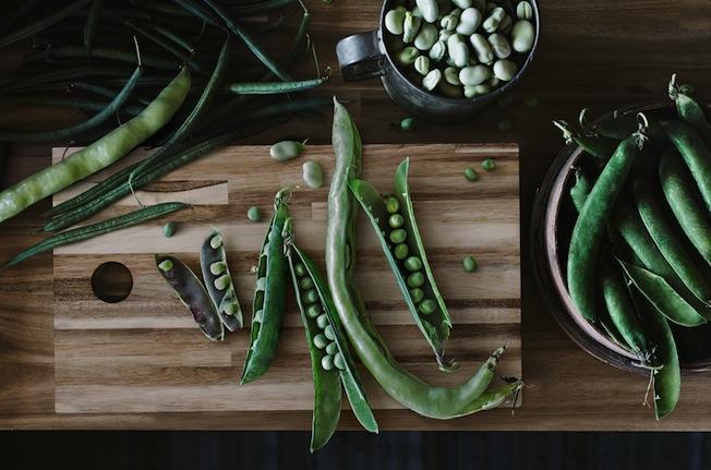 Ikea-Skogsta-Blog-Jennadores-Wood-Holzbrett-Küche-Bohnen-Stilllife-Aufsicht