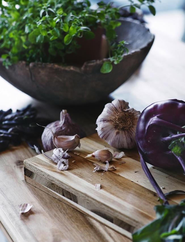 Ikea-Skogsta-Blog-Jennadores-Wood-Holzbrett-Küche-Knoblauch-Stilllife
