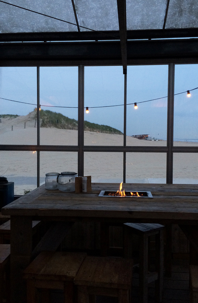 Branding-Beachclub-Noordwijk-Blog-Jennadores-Innen-Gewächshaus-Ethanol-Kamin-Feuerstelle-Holz-Noordsee-Holland