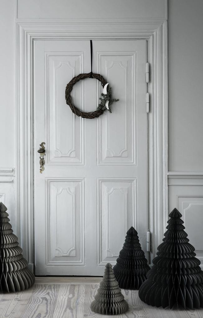Inspiration-Weihnachtsdeko-Trend-2015-Broste-Copenhagen-Blog-Jennadores-Wreat-Papiertannenbaum-schwarz-weiß