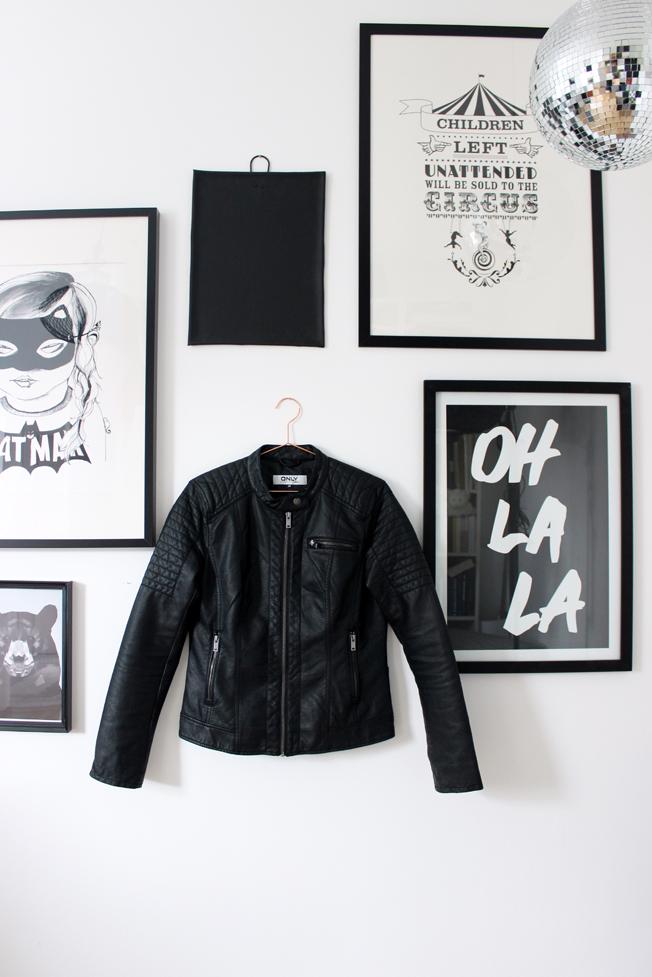 Lederjacke-schwarz-Only-Blog-Jennadores-Black-Monday-Arbeitszimmer-Bildergalerie-Prints-schwarz-weiß