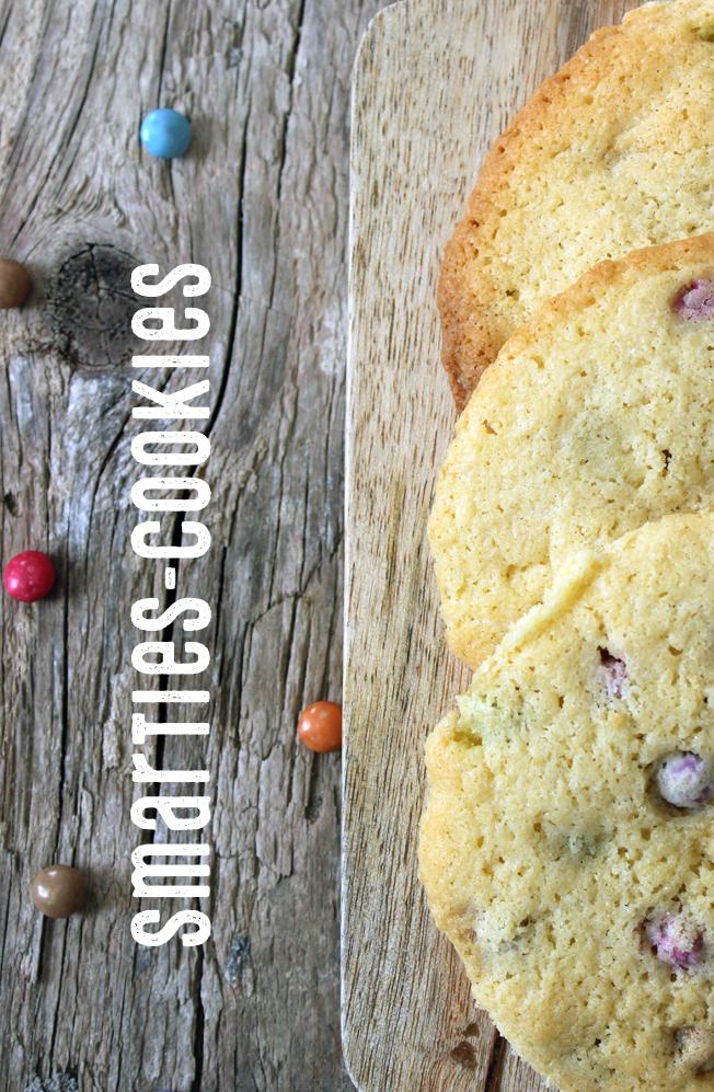 Cookies-mit-Smarties-Blog-Jennadores-Backen-Rezept-Nervennahrung-selbstgemacht-Smarties-Kekse-Halloween-Weihnachten-Typo