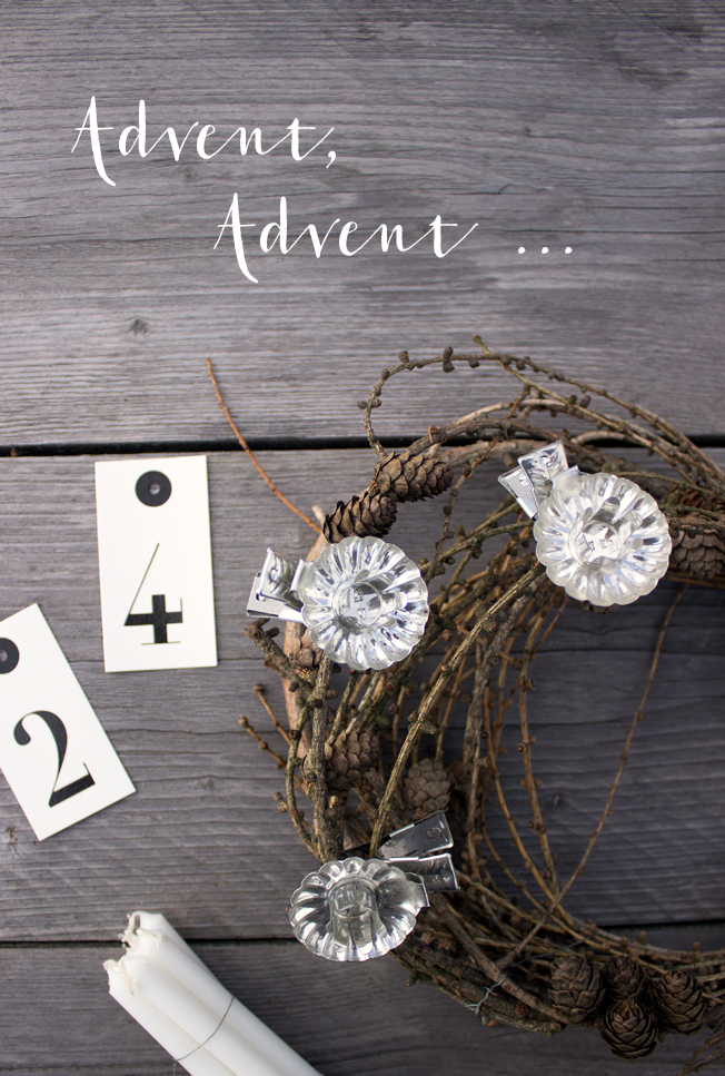 Adventskranz-aus-Lärchenzweigen-DiY-Blog-Jennadores-2015-Kerzen-Tags-24-Typo-Advent-Advent