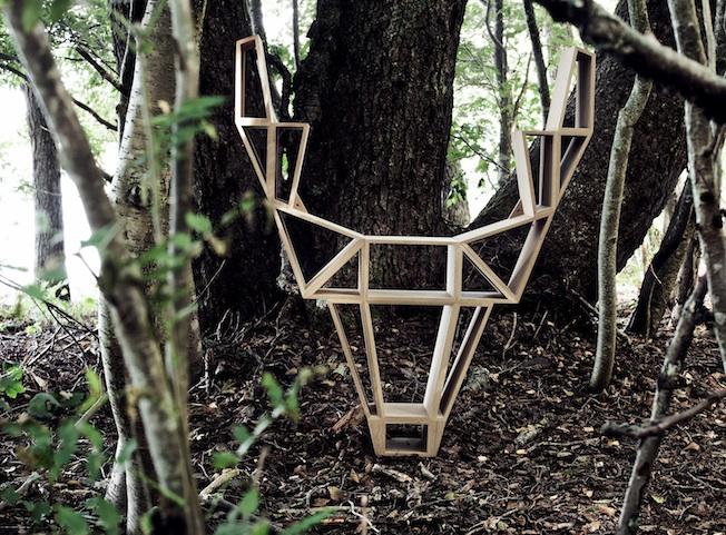 Bedesig-Deer-Blog-Jennadores-Wood-Buchregal-Rentier-Design-Holz