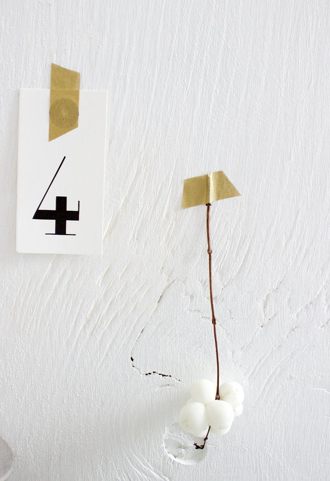 weihnachtsdeko gold wei blog jennadores schneebeere knallerbse deko tag. Black Bedroom Furniture Sets. Home Design Ideas