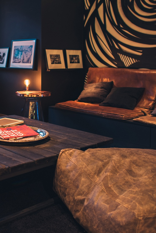 Butiq-in-Mannheim-Blog-Jennadores-Vintage-Leder-Pouf-Bar-Lounge