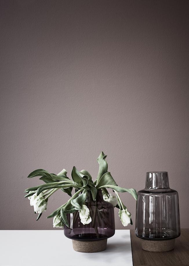 Vase-Bolia-Rauchglas-Trend-Jennadores-Blog-2016-weiße-Tulpen-Tulips-Design