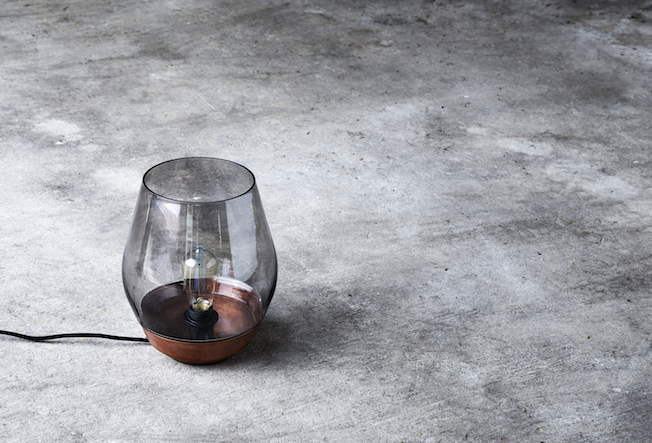New-Works-Lampe- Bowl-Table-Lamp-Blog-Jennadores-Rauchglas-Trend-2016-Betonboden