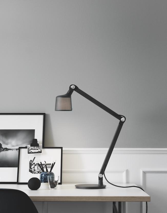 Vipp-Tischlampe-schwarz-metall-Blog-Jennadores-Tablelamp-Interior