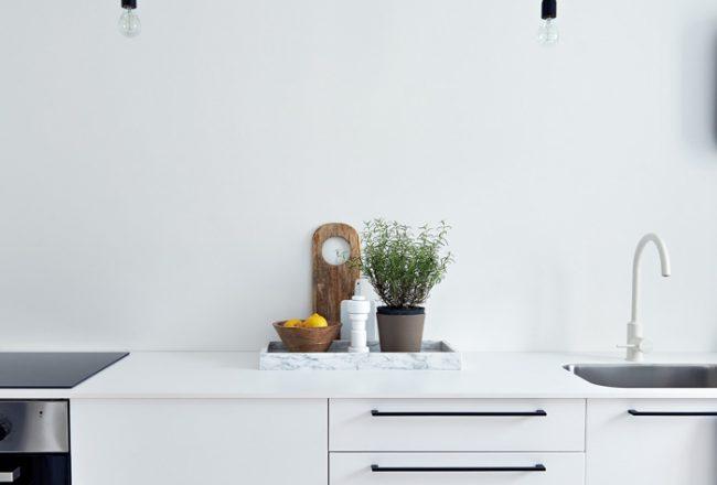 Weiße-Küche-Schwedisch-Blog-Jennadores-weißer-Holzboden