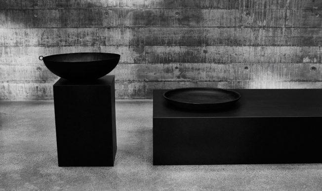 Limitierte-Kollektion-Ikea-Blog-Jennadores-Schwarze-Schale-Metall-Betonboden