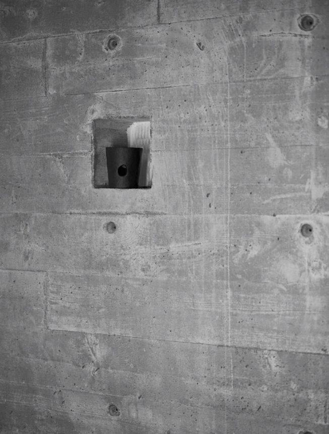 Limitierte-Kollektion-Svärtan-Blog-Jennadores-Teelichthalter-metall-schwarz-betonwand-mit-Nische