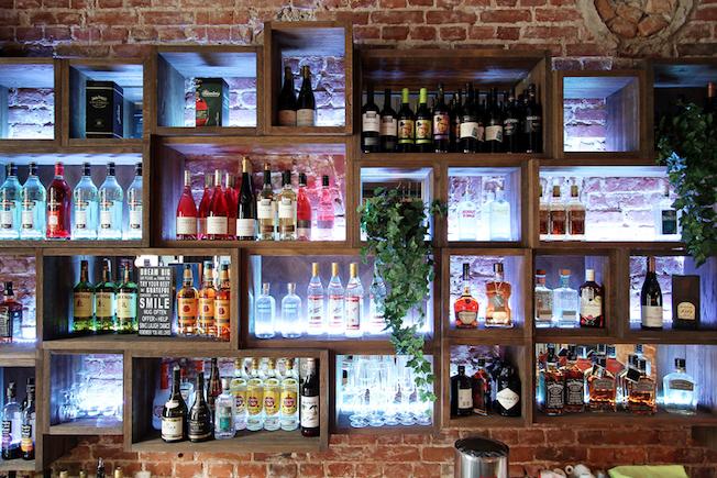tabu-by-ramunas-manikas-blog-jennadores-bar-flaschen