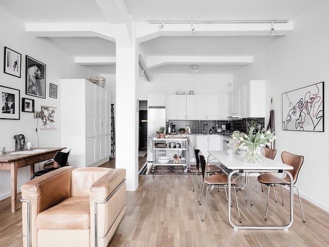 Wohnen, Industriegebäude, Stahlträger, weiß, Blick in Küche