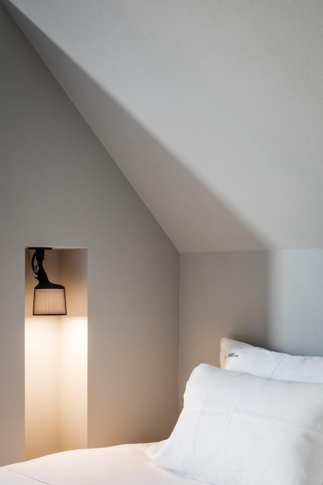The Bunkers, Knokke-Heist, Bed & Breakfast, Schlafzimmer, Lampe, schwarz, Vipp