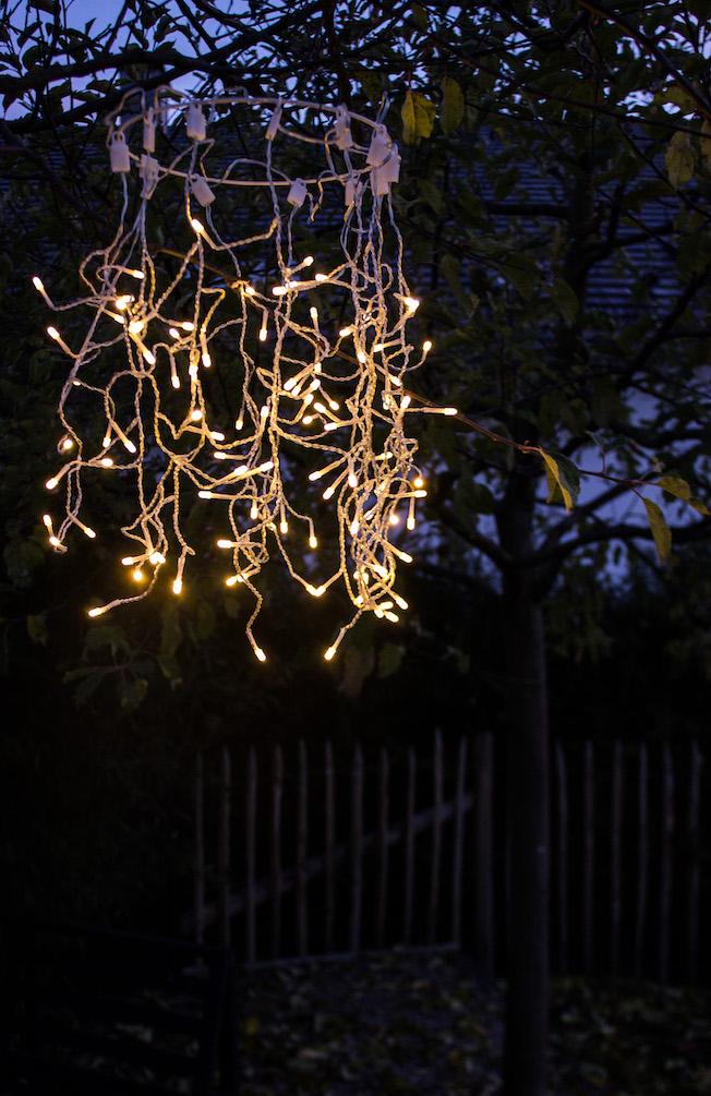 hängender Lichtkranz als Weihnachtsdekoration oder Hochzeitsdekoration