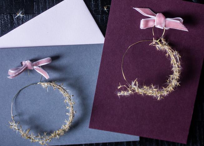 Weihnachtskarte basteln im Boho-Stil, Goldkranz mit Gräsern