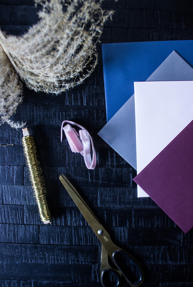 Material Weihnachtskarte basteln, Draht, Samtband, Gräser